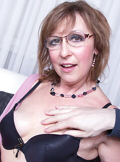 GILF Pictures