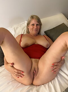 Amateur Mature Pussy Pictures