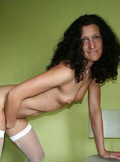 Amateur Brunette Pictures